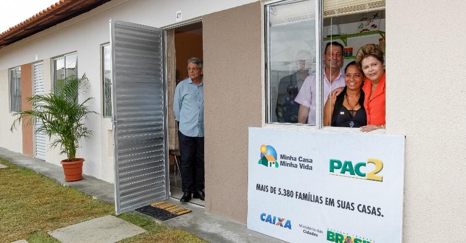 14.fev.2014 - A presidente Dilma Rousseff participa de cerimônia de entrega de 5.384 unidades habitacionais do Residencial Viver Melhor, em Manaus (AM)