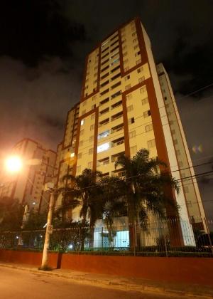Fachada de prédio, em Osasco (SP), onde professor se jogou do 13º andar com o filho de seis anos