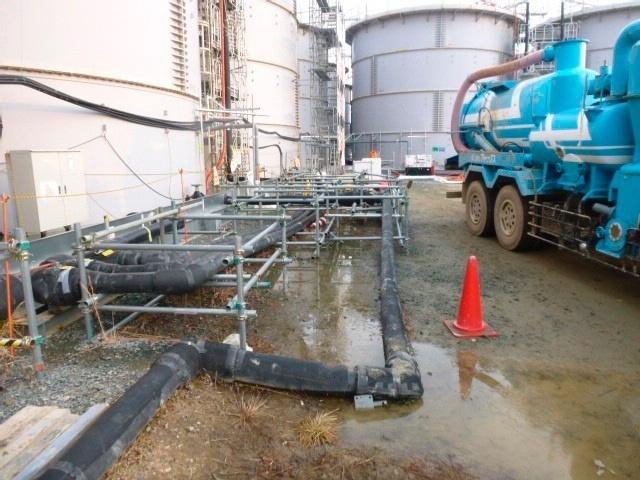 20.fev.2014 - A Tepco (Tokyo Electric Power), responsável pela operação da central nuclear de Fukushima, detectou um vazamento de cerca de 100 toneladas de água radioativa em um tanque que armazena o líquido contaminado na usina, mas tudo indica que o mesmo não chegou ao mar, informou nesta quinta-feira (20) um dos porta-vozes da companhia