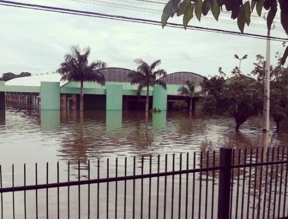 20.fev.2014 - Foto mostra a avenida Rogério Weber, no centro de Porto Velho, em Rondônia, nesta quinta-feira (20)