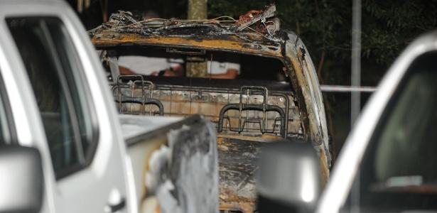 Três veículos zero quilômetro foram totalmente destruídos em incêndio no pátio da Academia de Polícia Militar, em Porto Alegre. Os carros faziam parte de um lote que estava sendo preparado para uso da Polícia Militar em cidades de fronteira com Argentina e Uruguai. No total, dez carros foram atingidos pelo fogo, que começou na noite de segunda (24). Os veículos não tinham seguro