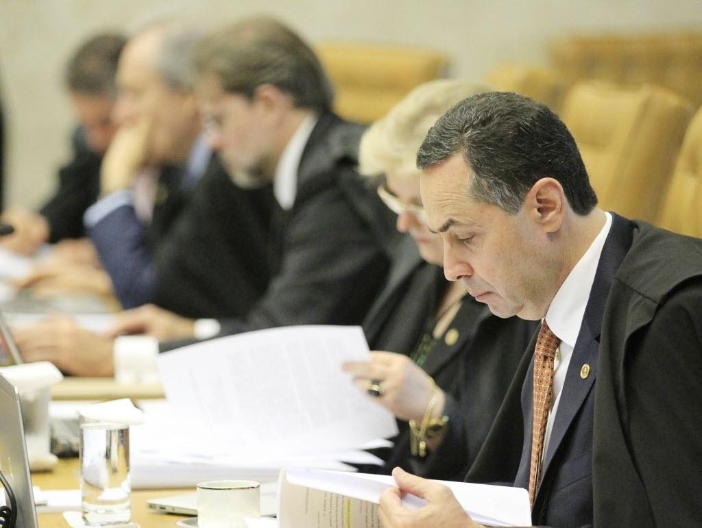 26.fev.2014 - O ministro Luis Roberto Barroso participa nesta quarta-feria (26) da parte final do julgamento do mensalão, no STF (Supremo Tribunal Federal)