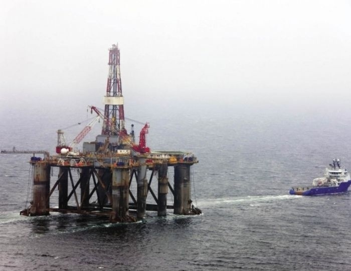 28.fev.2014 - A plataforma petrolífera SS-53 adernou (inclinou-se para um lado) na madrugada desta sexta-feira (28), na bacia de Campos, Rio de Janeiro