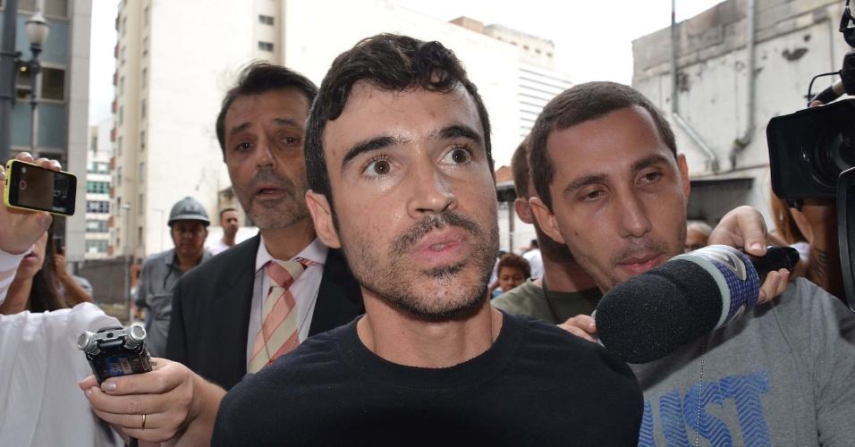 28.fev.2014 - Alexsandro de Souza suspeito de empurrar uma mulher que perdeu um dos braços nos trilhos do Metrô, na estação Sé, em São Paulo, foi preso e encaminhado ao DHPP ( Departamento de Homicídios e Proteção à Pessoa), na manhã desta sexta-feira (28)