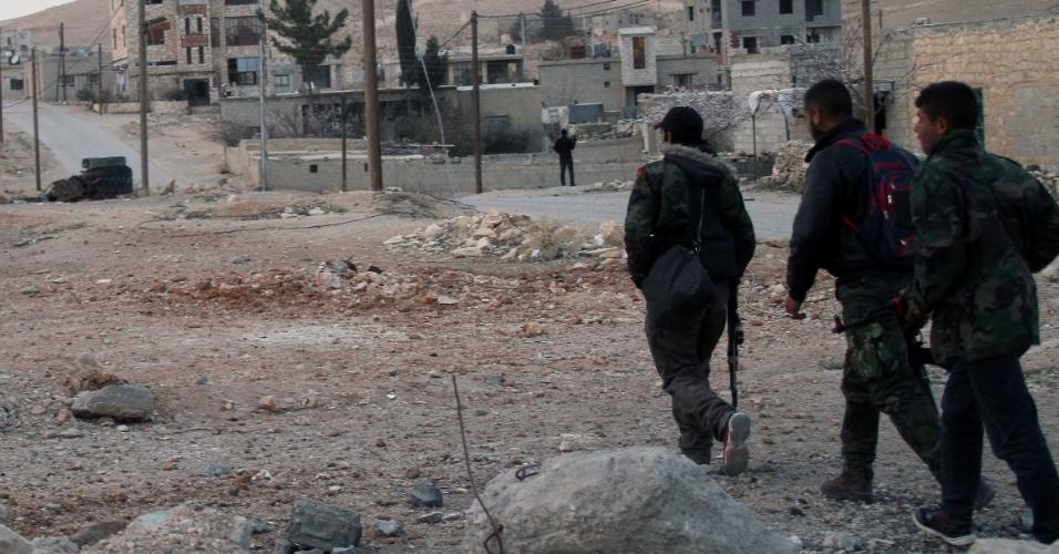 3.mar.2014 - Foto registra uma rua de Sahel, cidade no campo de Damasco, na Síria, nesta segunda-feira (3). As forças sírias tomaram novamente o controle da cidade de Sahel e dos pomares de Rima, região que é um reduto rebelde onde as tropas sírias começaram uma ofensiva em larga escala para recuperar a área considerada importante para deter o fluxo de armas do Líbano para a Síria, e vice-versa
