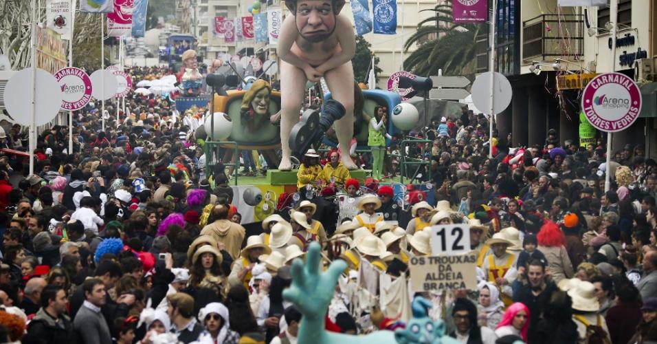 4.mar.2014 - Uma visão geral do desfile de carnaval de Torres Vedras, em Portugal, nesta terça-feira (4). O evento levou mais de 350 mil visitantes a cidade nos cinco dias de festa