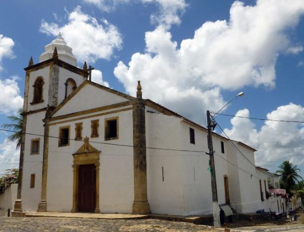 Fachada da Igreja Matriz dos Santos Cosme e Damião, localizada no município de Igarassu, no Pernambuco. Construída em 1535 e tombada pelo Iphan, é a mais antiga igreja em funcionamento no Brasil