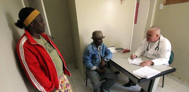Médico cubano enviado pelo Mais Médicos realiza atendimento em Anagé (BA)