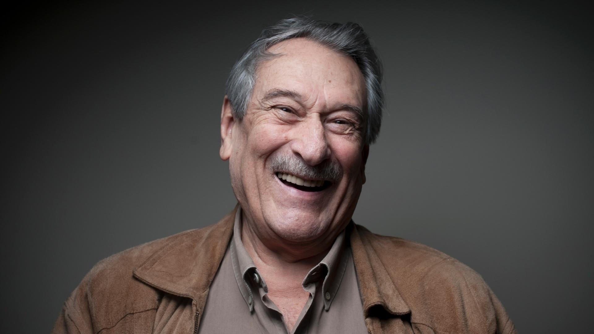 Ator Paulo Goulart morreu, aos 81 anos, em decorrência de um câncer, na cidade de São Paulo.