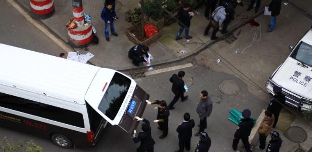14.mar.2014 - Polícia investiga local onde homens armados com facas mataram ao menos quatro pessoas, em Changsha, província de Hunan, centro da China