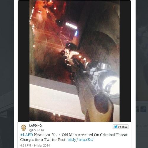 17.mar.2014 - A polícia de Los Angeles (Califórnia, EUA) deteve um homem por causa de um post no Twitter. Dakkari McAnuff, 20, publicou a foto de um rifle apontado para a rua com a frase: ?100 RTs [retuítes] e eu atiro em alguém que passar andando?. As autoridades conseguiram identificar a localização onde a foto foi tirada e prenderam o homem. Uma pistola de ar comprimido foi encontrada em sua casa
