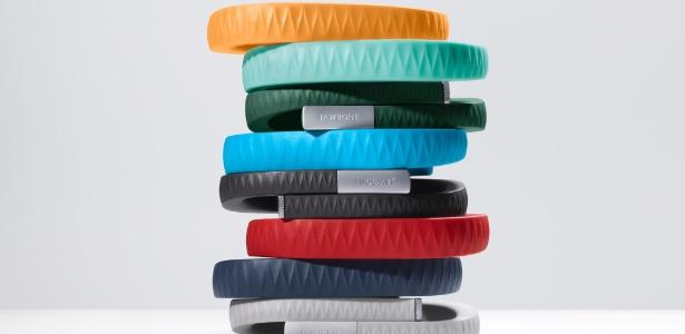 A pulseira Up, da Jawbone, é vendida nos Estados Unidos desde 2012; acessório conta com diversas cores