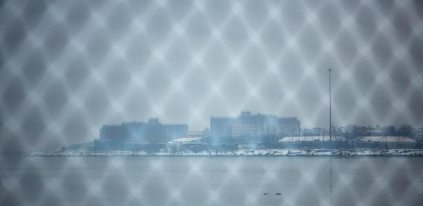 A prisão de Rikers, em Nova York, sofre com a violência de diversas gangues e de guardas correcionais