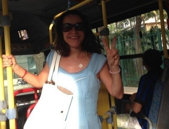 13.mar.2014 - Lucélia Santos divulgou imagem dentro de ônibus, no Rio