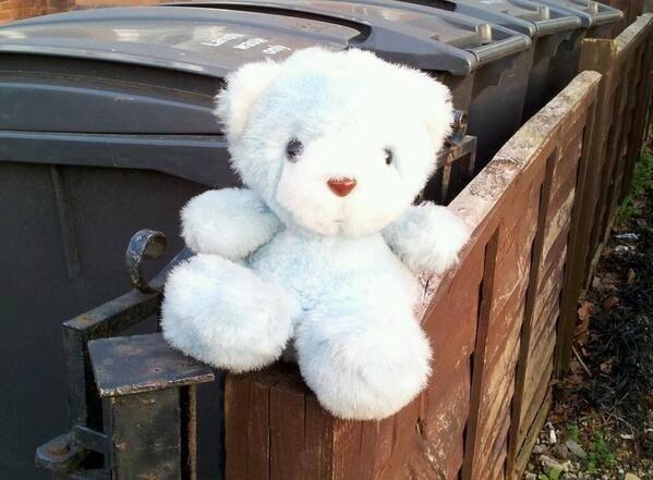 24.mar.2014 - Este ursinho branco foi encontrado em Londres, na Inglaterra, e aguarda uma resposta de seu dono