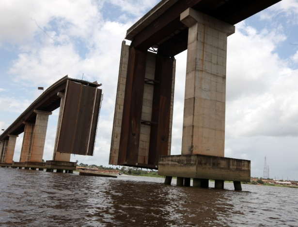 Acesso ao município de Moju, região Nordeste do Pará, via terrestre está interrompido depois que parte da ponte que dá acesso ao município caiu na madrugada do último domingo (23) após uma balsa transportadora de óleo destruir um dos pilares que sustenta a estrutura