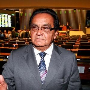 Condenado pelo STF (Supremo Tribunal Federal) à prisão no regime aberto por oferecer laqueaduras em troca de votos, o deputado federal Asdrúbal Bentes (PMDB-PA) afirmou que pretende se candidatar novamente