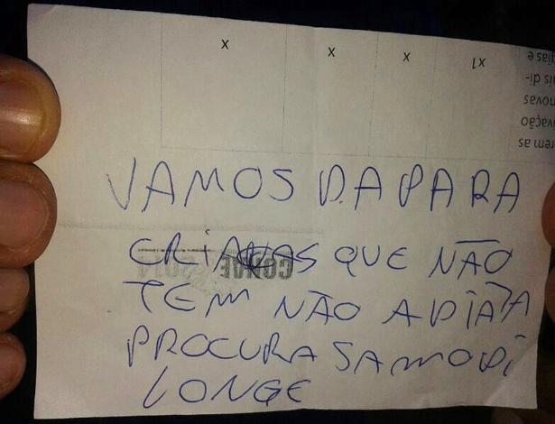 Bilhete deixado pelos ladrões que invadiram o Centro Municipal de Educação Infantil Malvina Poppi Pedrialli, em Londrina. O texto diz 'vamos dar para crianças que não tem não adianta procurar somos de longe'