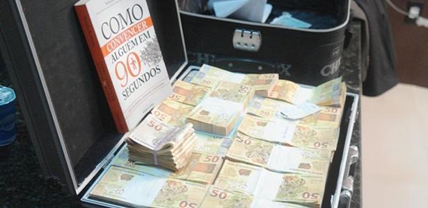 A Polícia do Piauí prendeu dois homens que carregavam uma mala de dinheiro falso em Teresina