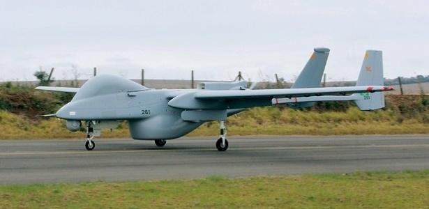 Drone israelense é capaz de voar 37 horas ininterruptas, cobrindo uma área de mais de mil quilômetros quadrados. O aparelho pode fotografar e filmar pessoas ou objetos no solo de uma altura de até 10 km