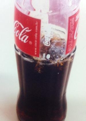 Corpo estranho é encontrado em uma garrafa de vidro de 290 mililitros de Coca-Cola