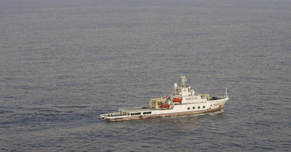 5.abr.2014 - Navio chinês envolvido nas buscas do avião desaparecido da Malaysia Airlines captou um sinal emitido pela mesma frequência de uma caixa preta no sul do Oceano Índico, informou a agência de notícioas chinesa Xinhua neste sábado (5). Voo MH370 da companhia aérea sumiu no dia 8 de março e tinha 239 pessoas a bordo