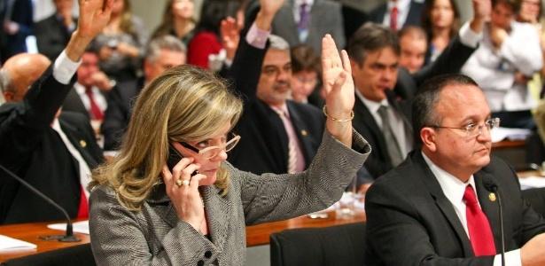 A reunião da CCJ (Comissão de Constituição e Justiça) do Senado foi interrompida na tarde desta terça sem a conclusão da votação do relatório que define se a CPI da Petrobras irá investigar apenas a estatal ou mais assuntos