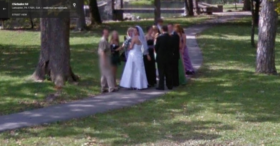 Comemoração de casamento é capturada pelo serviço Google Street View no Estado da Pensilvânia, nos Estados Unidos