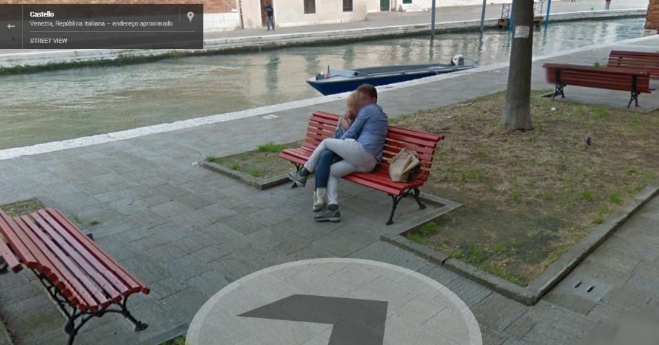 Um casal em Veneza (Itália), aparentemente, se assustou durante a captação de imagens do serviço Street View