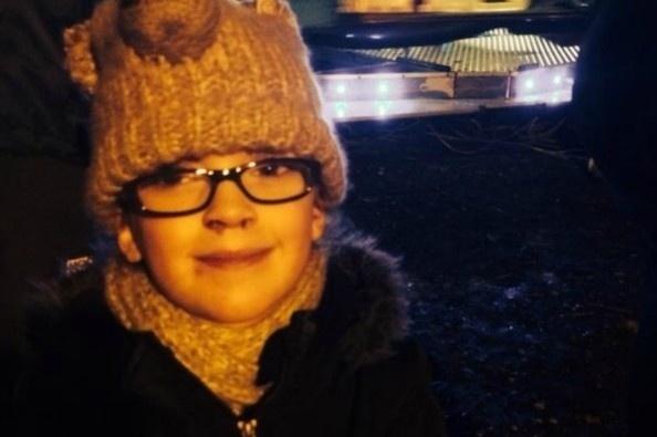 14.abr.2014 - Molly Bent, uma menina britânica de 6 anos, realizou uma lista de desejos que quer fazer antes de ficar cega, já que ela é portadora de uma doença degenerativa, sem cura, que em breve não lhe permitirá mais enxergar. Os pais da menina, que moram com ela em Manchester (Inglaterra), lançaram uma campanha para recolher fundos e assim poder ajudar a filha a realizar seus desejos