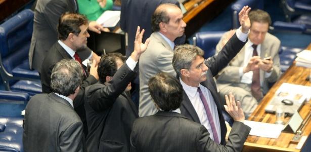 O Senado aprovou nesta terça-feira (15) a medida provisória 627 que traz uma série de mudanças tributárias para multinacionais brasileiras no exterior e também anistiou multas dadas pela ANS a planos de saúde