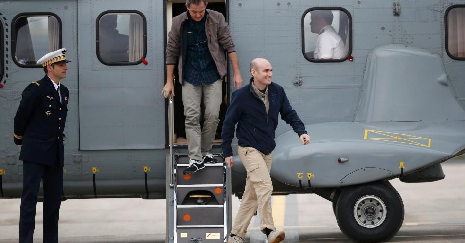 20.abr.20174 - Os quatro jornalistas franceses libertados após 10 meses de cativeiro na Síria, que passaram sob o controle de um grupo jihadista vinculado à Al-Qaeda, retornaram neste domingo (20) para a França. Mais de 24 horas depois do anúncio da libertação, as primeiras informações sobre o sequestro pelo Estado Islâmico no Iraque e Levante começaram a ser reveladas