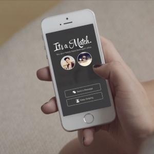 Tecnologia tem contribuído para os relacionamentos, o aplicativo Tinder, por exemplo, permite conhecer pessoas baseadas na localidade do usuário