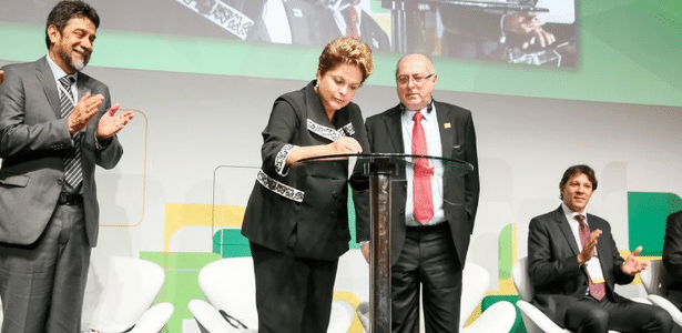 Dilma Rousseff sanciona Marco Civil da Internet durante o evento Netmundial