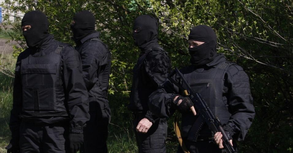 26.abr.2014 - Voluntários do batalhão ucraniano