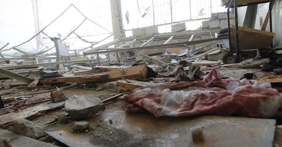 30.abr.2014 - Ao menos 18 pessoas, incluindo 10 crianças, morreram nesta quarta-feira (30) em ataques da aviação do regime sírio contra uma escola em um bairro rebelde de Aleppo (norte), indicou o Observatório Sírio dos Direitos Humanos (OSDH). Pelo menos um professor está entre os mortos durante os ataques contra a escola de Ain Jalout, no bairro de Ansari, segundo a ONG