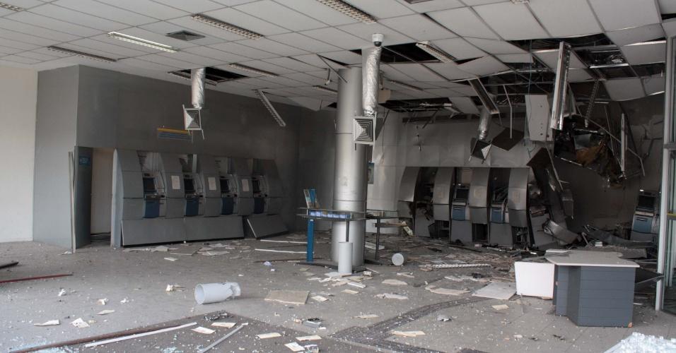 Criminosos explodiram uma agência do Banco do Brasil na estrada do M'Boi Mirim, no Jardim União, na zona sul de São Paulo, na manhã desta quarta-feira (30)