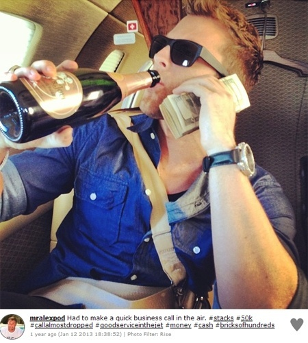 O perfil acima entrou para uma lista do site ''Mashable'' que mostra o estilo de vida dos ricos do Instagram. Muitos usuários aproveitam a visibilidade da rede social de fotos para esbanjar: são relógios, carros, casas, sapatos, roupas e até maços de dinheiro fotografados, para quem quiser ver