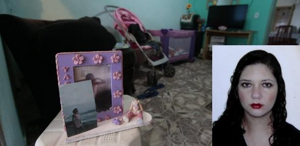 O porta-retratos com foto de Fabiane Maria de Jesus ainda está na sala da residência da dona de casa, morta após linchamento no Guarujá