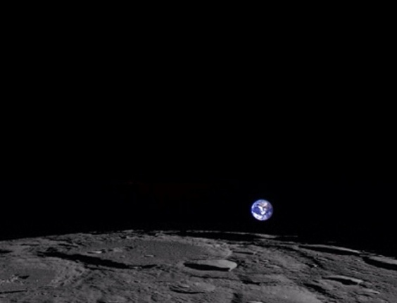 7.mai.2014 - Imagem retratada em 1 fevereiro de 2014, mostra uma vista colorida da Terra a partir da perspectiva enviada pela sonda Lunar Reconnaissance Orbiter, da NASA
