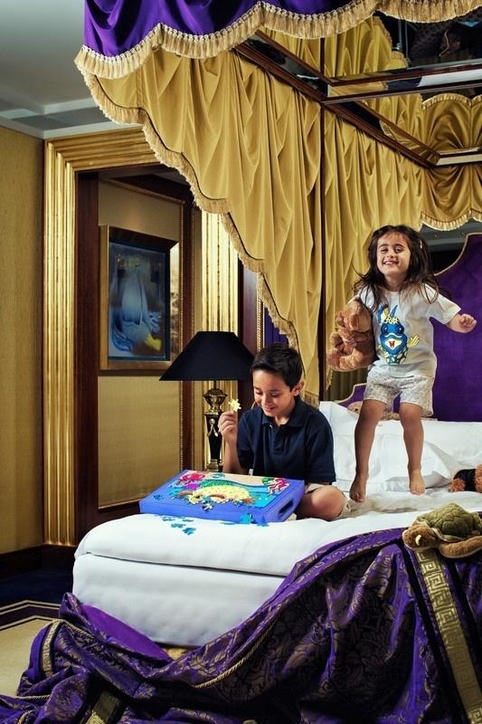 Hotel de luxo em dubai oferece ipad de ouro e cama sob for Hotel em dubai