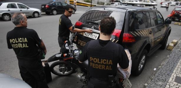 Policiais federais deflagraram uma operação nesta terça-feira (13), em Salvador e mais 25 municípios baianos, além de Aracaju e Brasília. Veja mais imagens do dia
