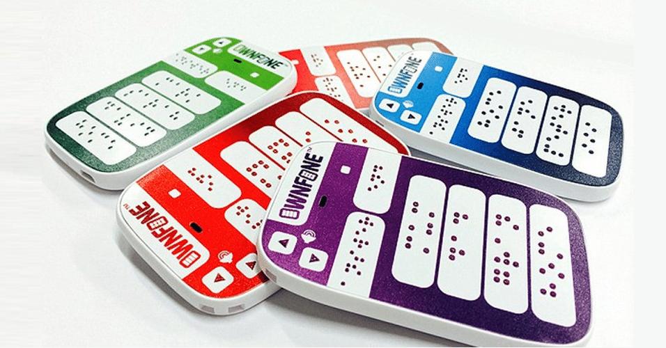 15.mai.2014 - O Braile phone é um celular desenvolvido para deficientes visuais. As letras da superfície são gravadas em braile e o usuário pode customizá-las como quiser, informando quais números de telefones ou nomes devem ser escritos. Para produzir o gadget, a Ownfone utiliza uma impressora 3D. Disponível apenas no Reino Unido, o item custa 60 libras (cerca de R$ 222)