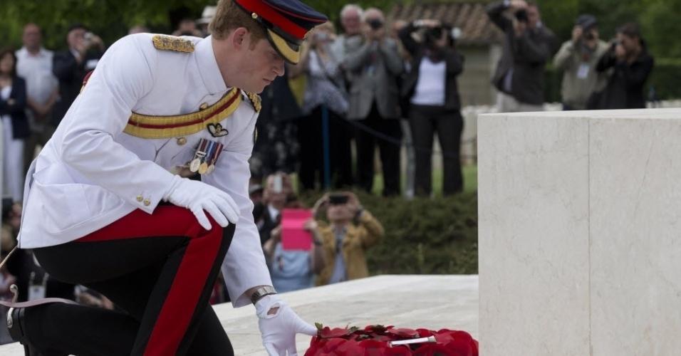 19.mai.2014- O príncipe Harry da Inglaterra visitou no último domingo (18), o Cemitério de Guerra Polonês de Monte Cassino, localizado ao sul de Roma, na Itália. A visita foi em ocasião dos 70 anos da sanguinária batalha ocorrida no local durante a Segunda Guerra Mundial