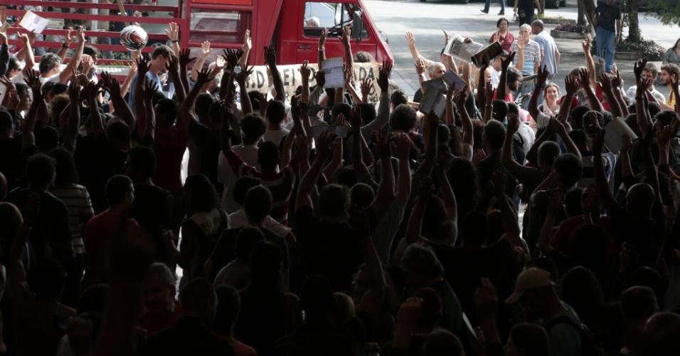 21.mai.2014 - Funcionários da USP entram em greve por tempo indeterminado na próxima terça (27). A decisão foi tomada em assembleia no início da tarde desta quarta (21), contra a proposta dos reitores de não conceder reajuste salarial à categoria neste momento