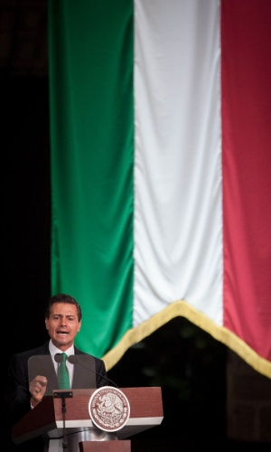 27.mai.2014 - Presidente do México, Enrique Pena Nieto, discursa durante cerimônia de bandeira para a Copa do Mundo do Brasil, no pátio central do Palácio Nacional, na Cidade do México, nesta terça-feira (27)