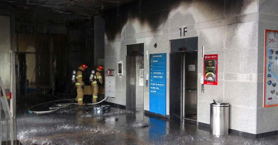 Um incêndio se propagou em um hospital na madrugada de quarta-feira na Coreia do Sul, causando a morte de 21 pessoas e deixando seis feridos com gravidade, de acordo com informações da imprensa local.
