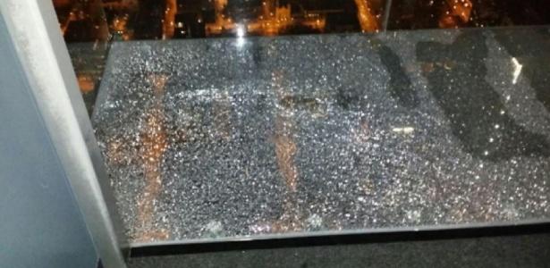 Terraço de vidro quebrado da Willis Tower, que tem 442 metros de altura