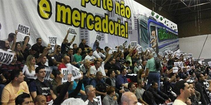4.jun.2014 - Os metroviários de São Paulo decidiram em assembleia nesta quarta-feira (4) entrar em greve por tempo indeterminado. Com a paralisação, deixam de funcionar as linhas 1-Azul, 2-Verde, 3-Vermelha e 5-Lilás. A Linha 4-Amarela, administrada por um grupo privado, irá funcionar normalmente