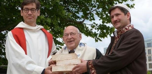 Da esq. para a dir.: pastor Hohberg, rabino Ben Chorin e imame Sanci